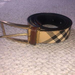Women's Burberry belt size 40/100 lightly worn